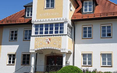 Rathaus Vorplatz Soyen 2x3 - Gemeinden