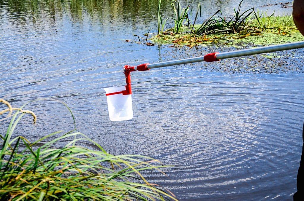 Wasserprobeentnahme © alisluch AdobeStock Photo