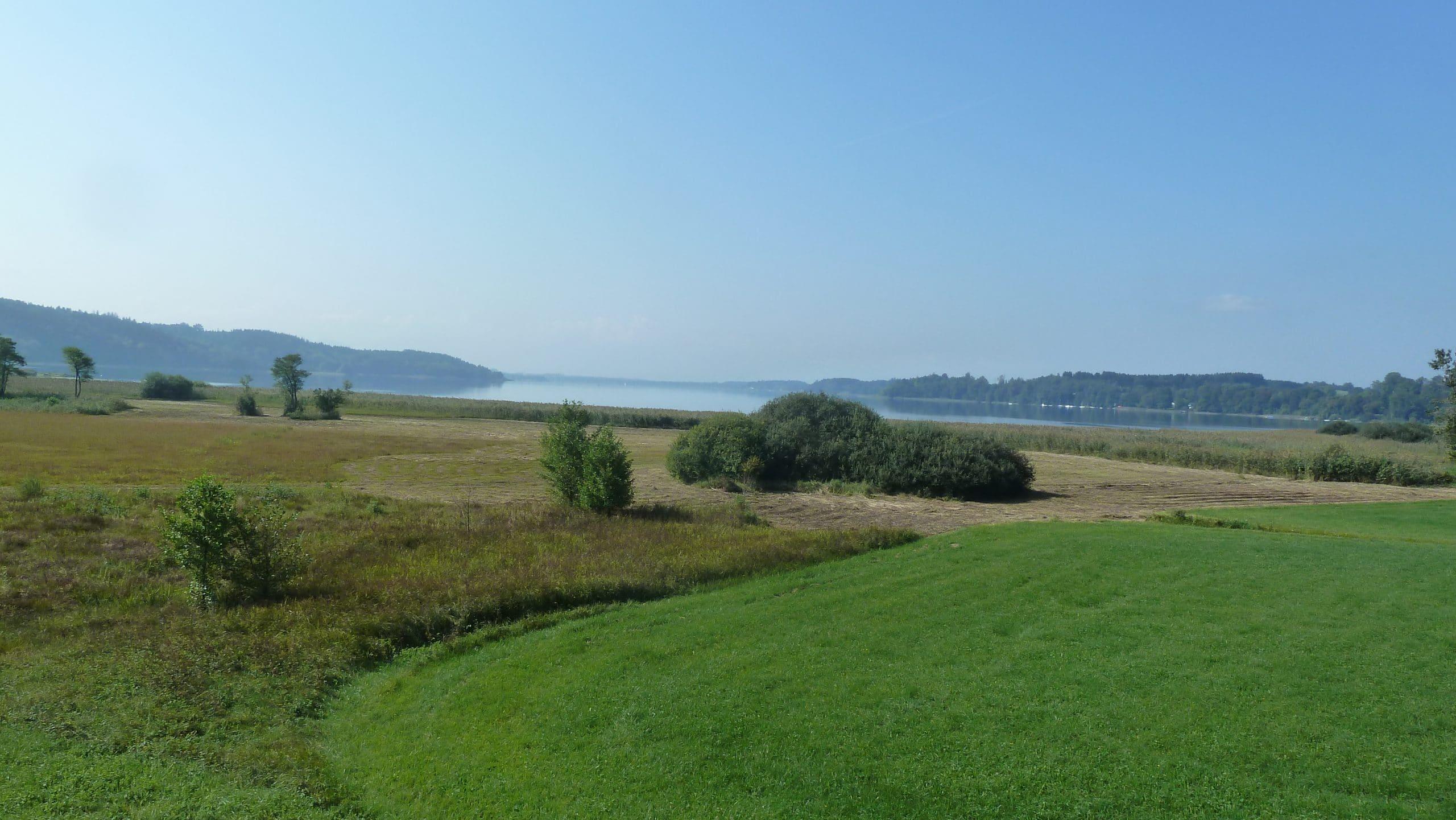 Blick auf Simssee im Spätsommer