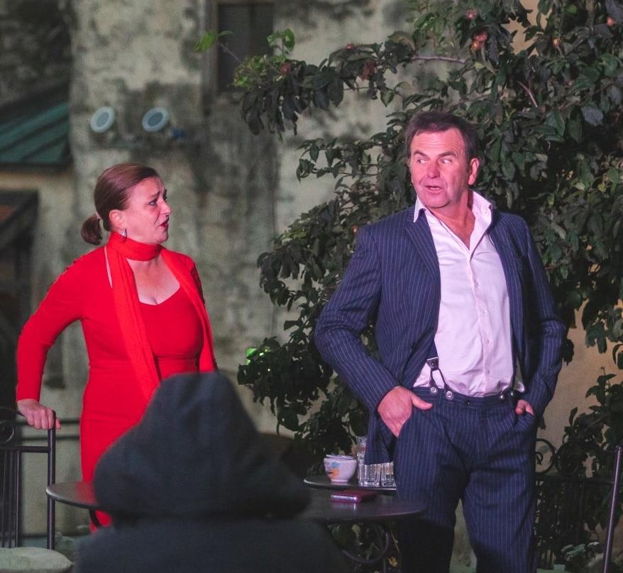 Jörg Herwegh in seinem Element. Hier auf der Bühne zu sehen, mit seiner Frau und Schauspielpartnerin Constanze Baruschke. Bildquelle: John Carter