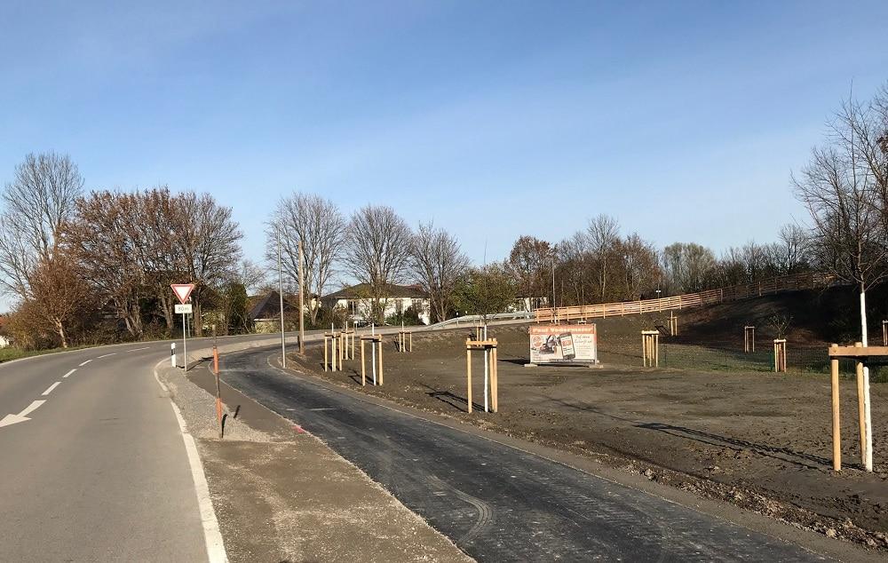 Der rund 330 Meter langen Geh- und Radweg zwischen Kapellenweg und Bahnhofstraße in Raubling.