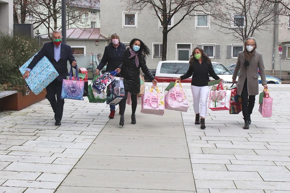 Rotary Club Rosenheim Innstadt 1000 - Rotary-Club Rosenheim-Innstadt bringt Geschenke für Kinder in der Region