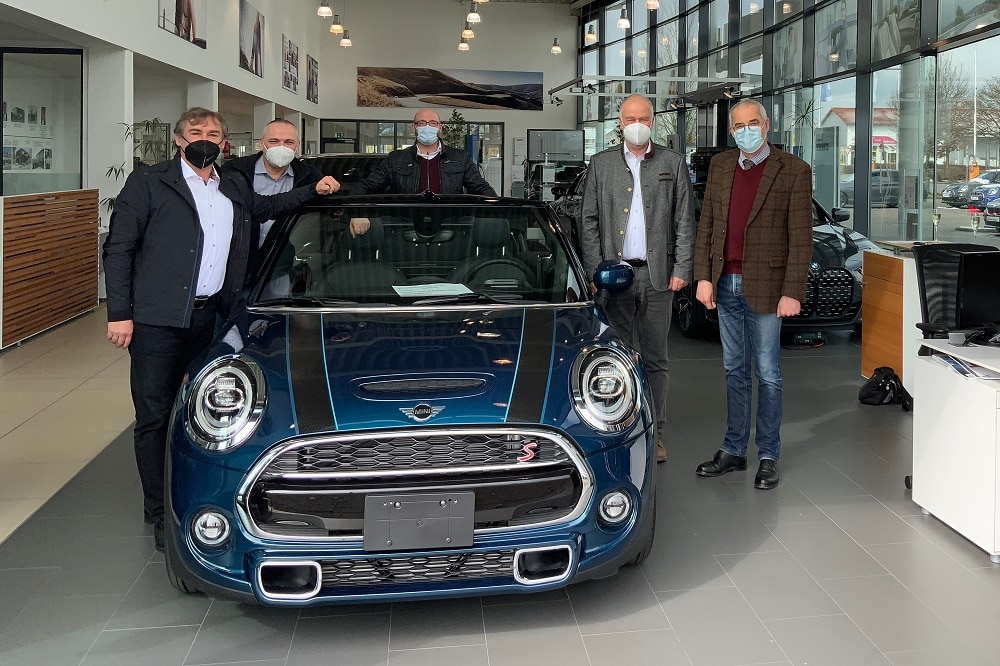 Übergabe eines Autos für die Berufsschule in Wasserburg