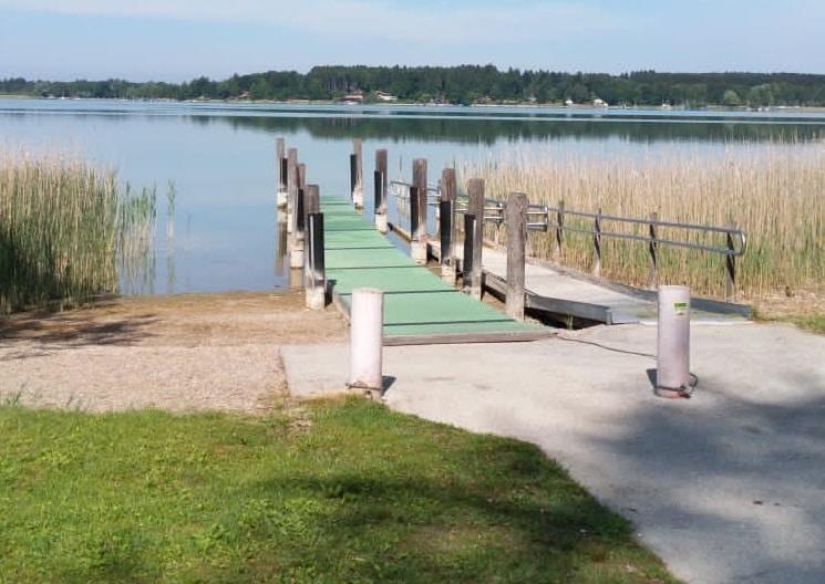 Badeplatz für Menschen mit Handicap am Strandbad in Pietzing am Simssee.