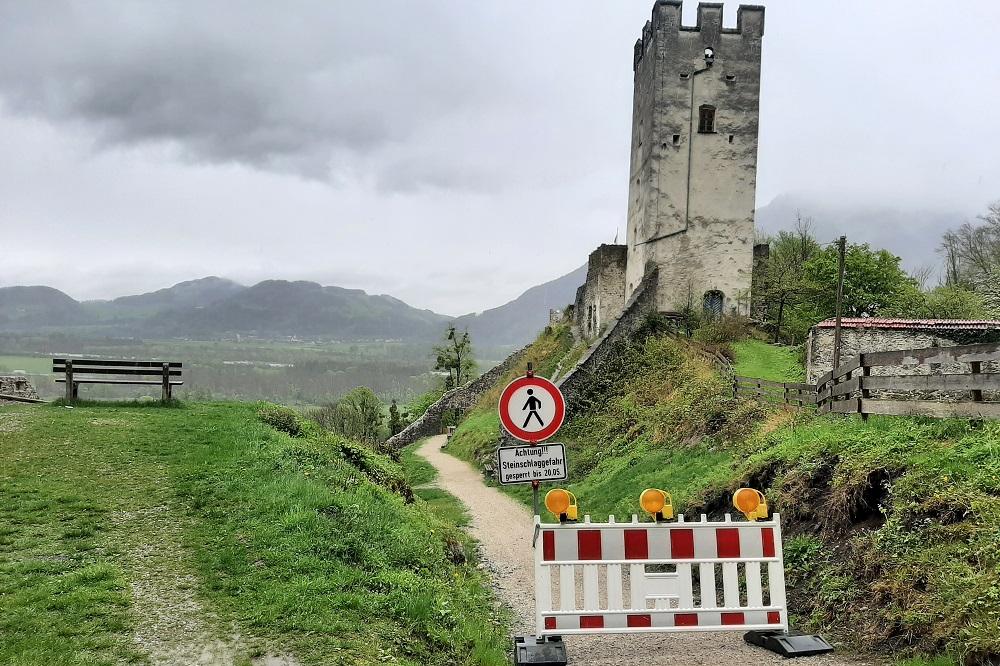 Burg Falkenstein Sperrung wegen Steinschlag 05.05.21 1000 - Steinschlag droht