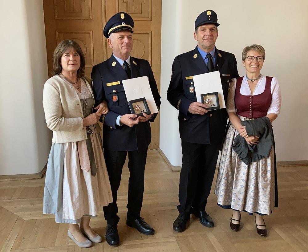 Die Geehrten mit ihrem Steckkreuz (von links nach rechts) Marlis Kratz, Hermann Kratz, Franz Hochhäuser, Christine Hochhäuser.