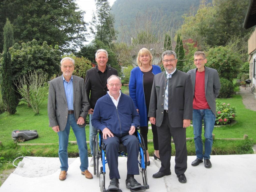Vorstandschaft Foerderverein - Mitglieder des Fördervereins zur Erforschung, Entwicklung und Erhaltung der Burg Falkenstein bestätigen Vorstand